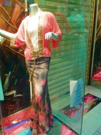 Manekin na wystawie sklepu odzieżowego