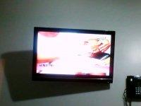 wiszący telewizor