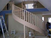 drewniana balustrada w domku jednorodzinnym